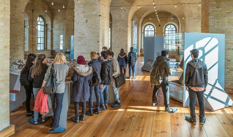 A guided tour for youth in the museum, photo: Citadel Berlin, Friedhelm Hoffmann